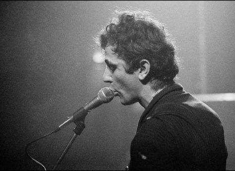 Hugh Cornwell of The Stranglers at Malvern Winter Gardens, 6 October 1977